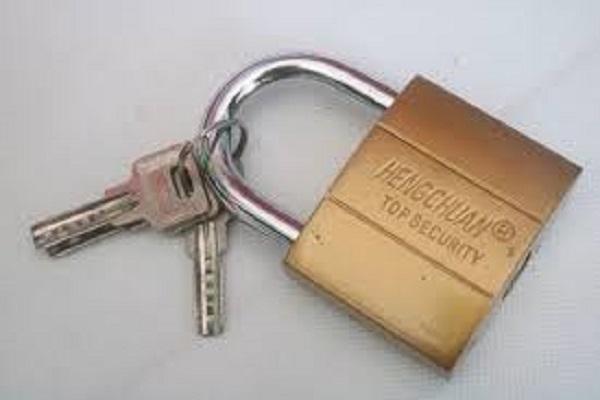 Cách tẩy keo 502 dính chìa khóa