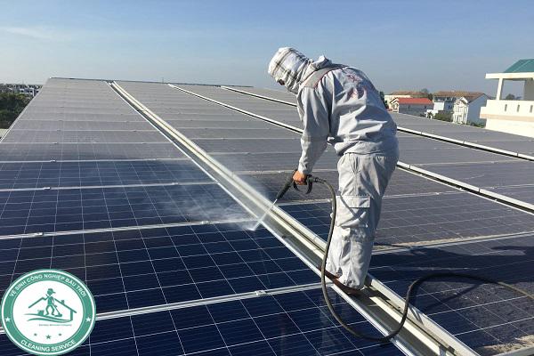 Tại sao nên vệ sinh tấm pin năng lượng Đồng Nai